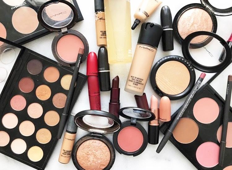 Enhance Your Look Through Beautiful Cosmetics